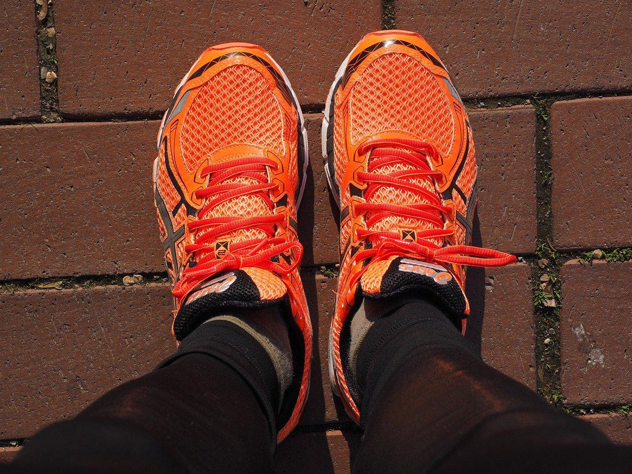 Zapatillas deportivas naranjas COSASNARANJAS.COM